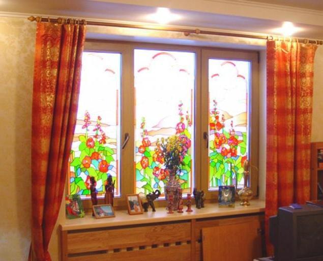 Витражные окна на балконе фото..